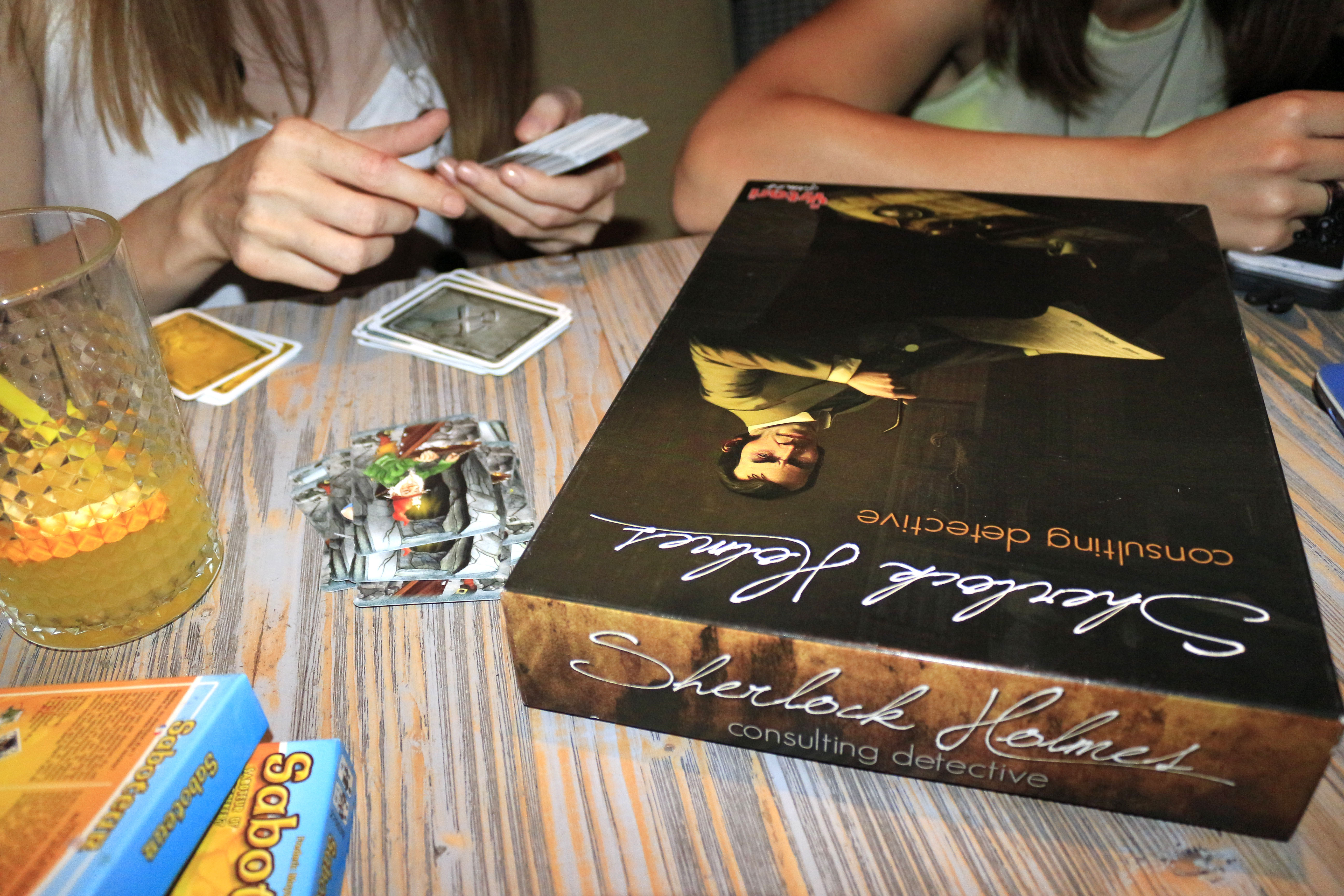 Eat-Play-Love sau Tapas, Board Games si Funky Lounge