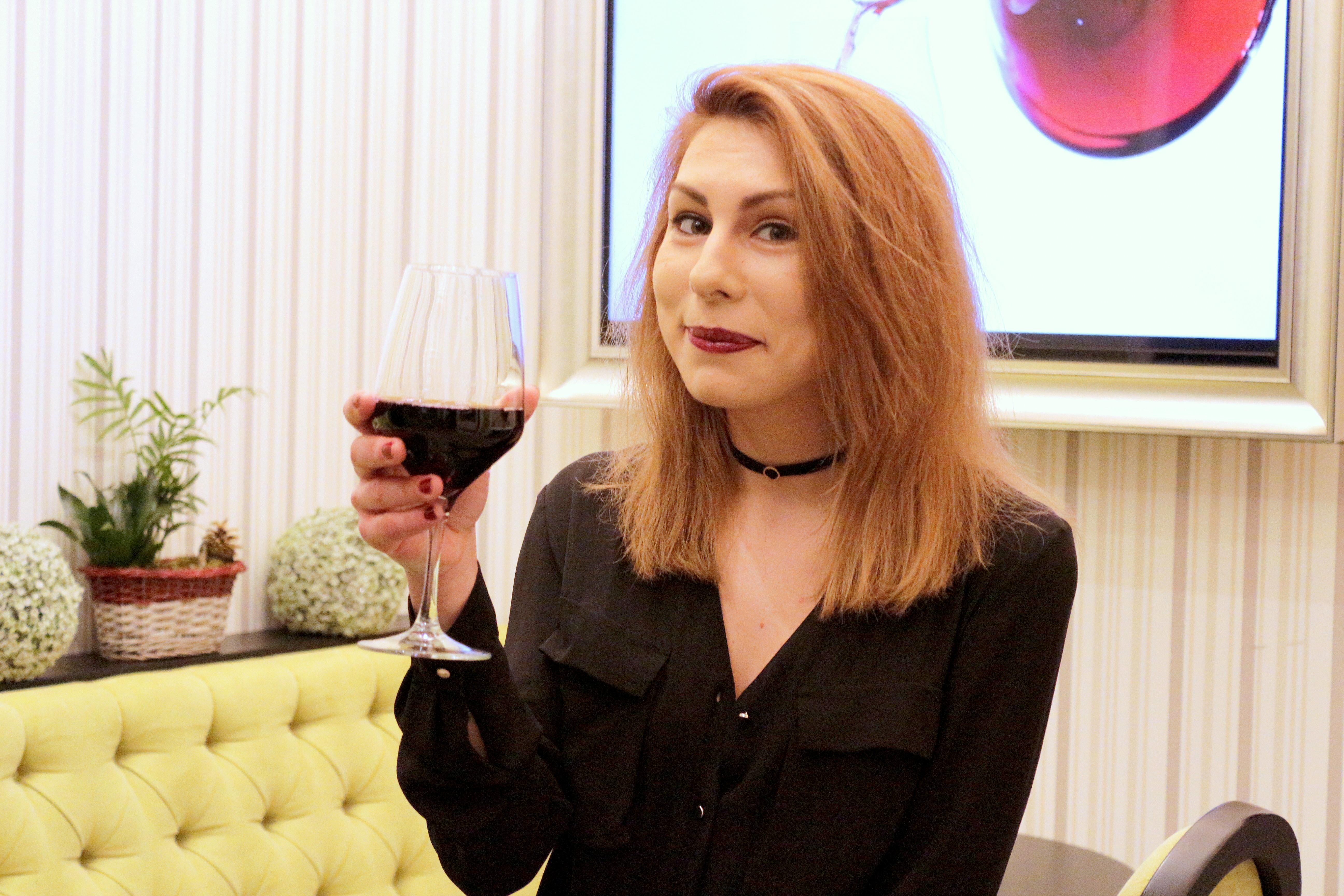 Vin, cafea și ciocolată la Coppa Coffee&Wine bar