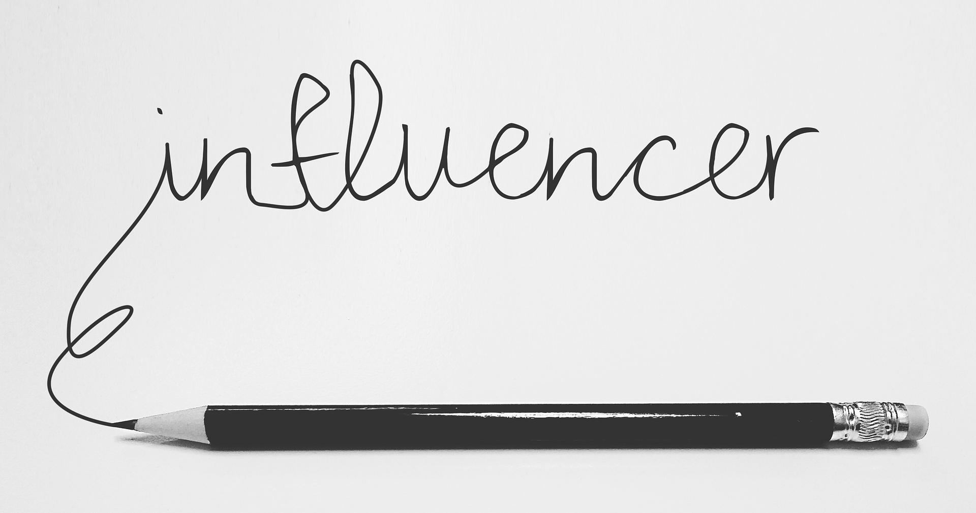 Bloggeri, Vloggeri și Influenceri – ce sunt, ce fac, din ce câștigă