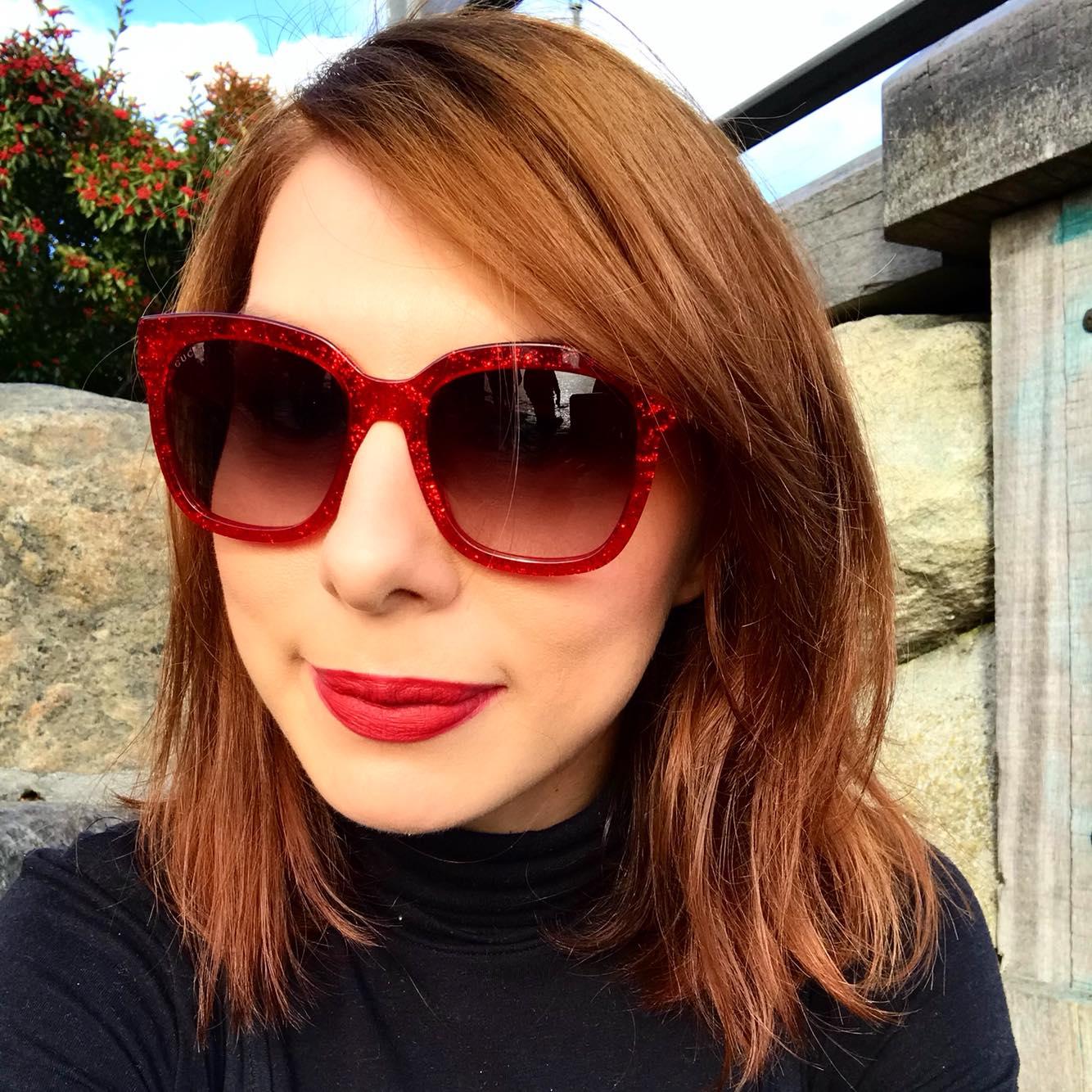 De ce e bine să purtăm ochelari de soare chiar și în sezonul rece (P)